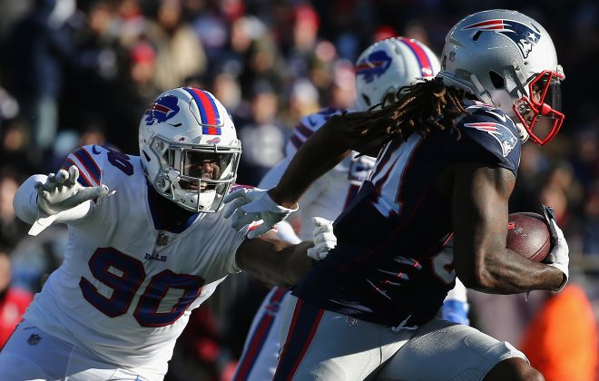 Shaq Lawson attempts to tackle Cordarrelle Patterson. (Getty Images)