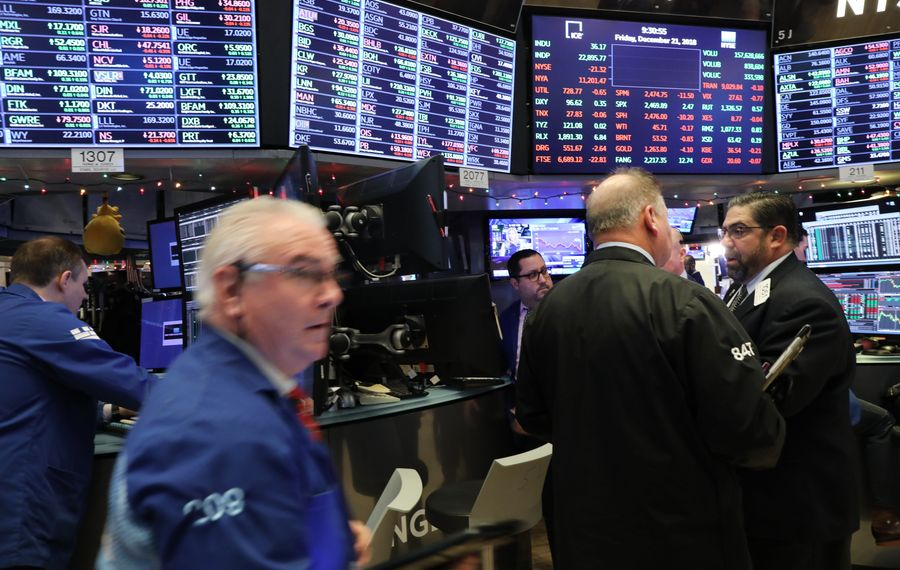 Traders work on the floor of the New York Stock Exchange (NYSE) on December 21, 2018 in New York City. Following another down day and one of the worst trading months in recent history, investors are nervously looking for positive economic and political news to gain back some of the loses. (Photo by Spencer Platt/Getty Images)