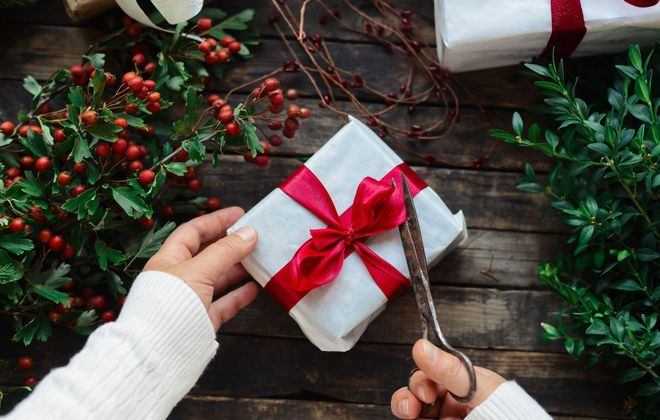 Give a gift the gardener on your list will appreciate.