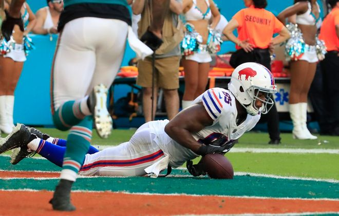 Buffalo Bills' Charles Clay cannot come up with the catch in the final minutes against the Miami Dolphins. (Harry Scull Jr./Buffalo News)
