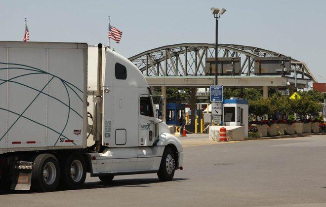 A truck approaches the Peace Bridge. (Derek Gee/News file photo)