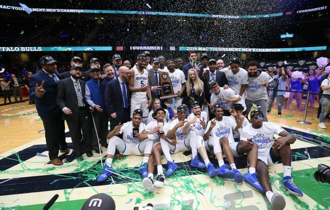 Buffalo Bulls celebrate after they beat the Bowling Green Falcons 87-73 to win the MAC Championship (James P. McCoy/Buffalo News)