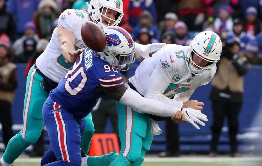 Shaq Lawson sacks former Dolphins quarterback Ryan Tannehill. (Getty Images)
