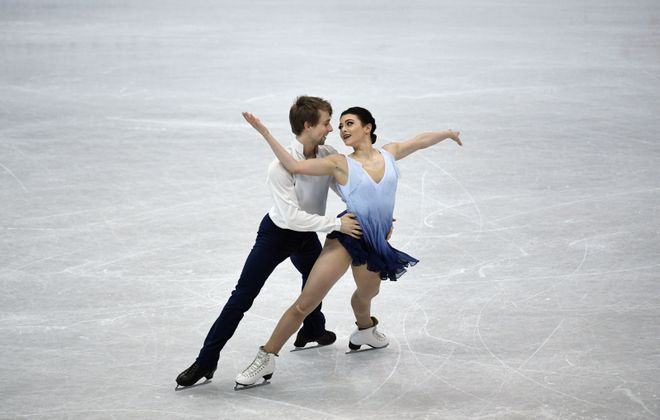 Kaitlin Hawayek and Jean-Luc Baker perform at the ISU Four Continents Figure Skating Championships on Jan. 25, 2018. (Anthony Wallace/AFP/Getty Images file photo)