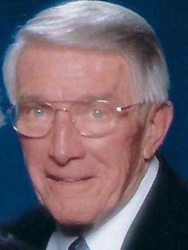 Chester Pawenska, 89, longtime insurance agent who 'never met a stranger'