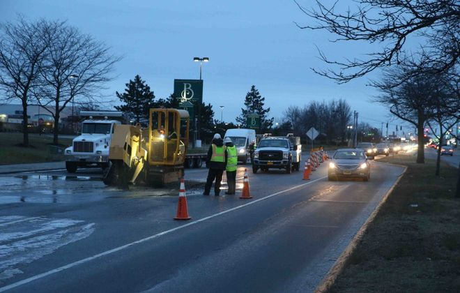 Erie County Water Authority crews work on a water main break that closed three northbound lanes and left one lane open to traffic on Niagara Falls Boulevard in front of the Boulevard Mall. (John Hickey/Buffalo News)
