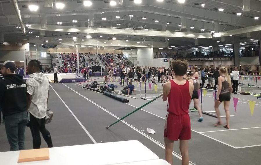 Lockport roars in big races at track qualifier