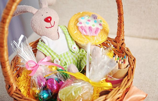 Easter baskets can contain more than unhealthy sweets, and still delight a child. (Deposit Photos)