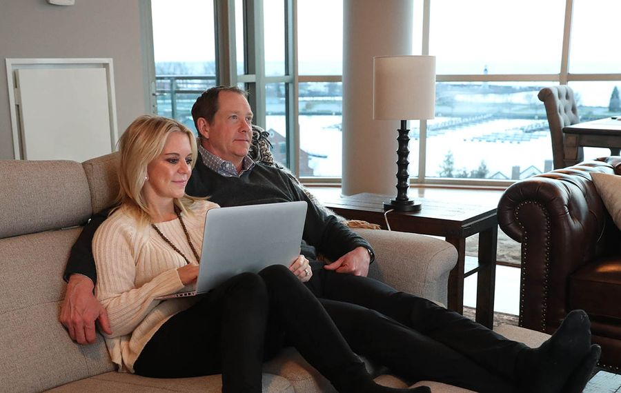 Phil and Karin Housley relax in their waterfront condo in 2017. (Sharon Cantillon/News file photo)