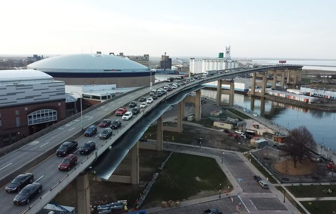 Public meetings are being held to look at traffic alternatives without the Skyway. (John Hickey/Buffalo News)