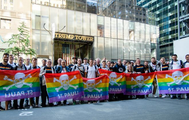 German professional soccer team FC St. Pauli stands with rainbow flags in front of Trump Tower. (Anne Kunze/FCSP)