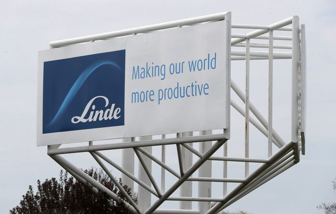 The former Praxair technology center in the Town of Tonawanda is now Linde. (Mark Mulville/Buffalo News)
