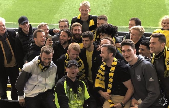 FC Buffalo players and staff meet Borussia Dortmund attacker Christian Pulisic, who hung out with the Wolves before his final match in the Bundesliga. (via FC Buffalo)