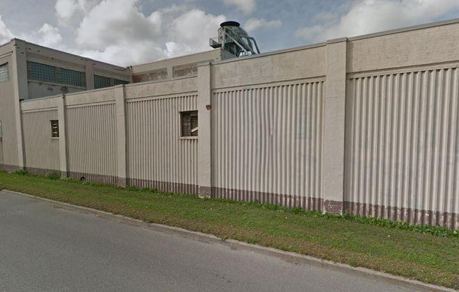 Brooklyn investors acquired this Tonawanda warehouse out of bankruptcy. (Google)