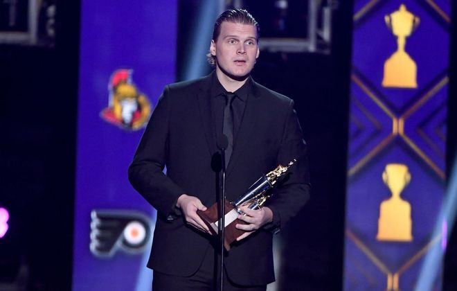 Robin Lehner of the New York Islanders accepts the Bill Masterton Memorial Trophy awarded to the player who best exemplifies the qualities of perseverance, sportsmanship and dedication to hockey during the 2019 NHL Awards at the Mandalay Bay Events Center. (Getty Images)