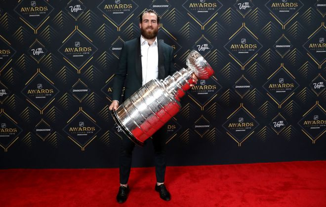 Ryan O'Reilly displays the Stanley Cup as he arrives on the red carpet Wednesday for the NHL Awards at the Mandalay Bay Events Center. (Getty Images)