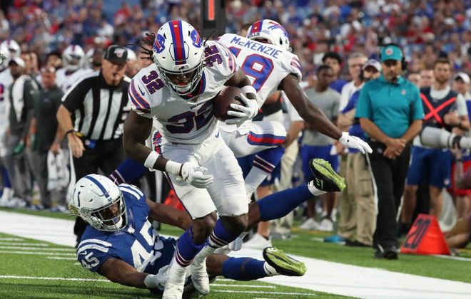 Bills running back Senorise Perry beats Colts linebacker E.J. Speed in the second quarter against the Colts. (James P. McCoy/Buffalo News)