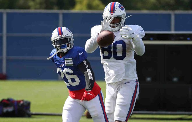 Despite missing most of the summer with a hamstring injury, the Bills kept tight end Jason Croom on their initial 53-man roster Saturday. (James P. McCoy/Buffalo News)