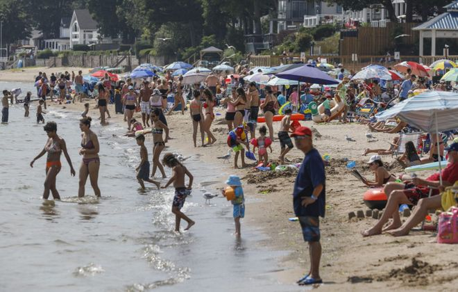 Bay Beach in Crystal Beach, Ont., was a popular place to cool off from the steamy July weather. (Derek Gee/Buffalo News)