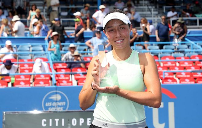 Jessica Pegula holds up the trophy after defeating Camila Giorgi of Italy during the women's singles final of the Citi Open. (Getty Images)