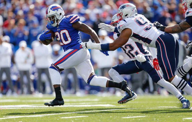 Bills running back Frank Gore surpassed 15,000 career rushing yards Sunday. (Derek Gee/Buffalo News)