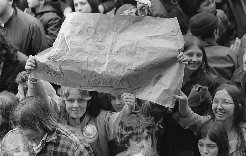 A couple of Buffalo Sabres fans hold up a sign at the gathering in Downtown Buffalo in front of the Buffalo Savings Bank and W.T. Grant Co. for Sabre Day on April 24, 1973. (Photo courtesy of Mickey Osterreicher/Special to the News)