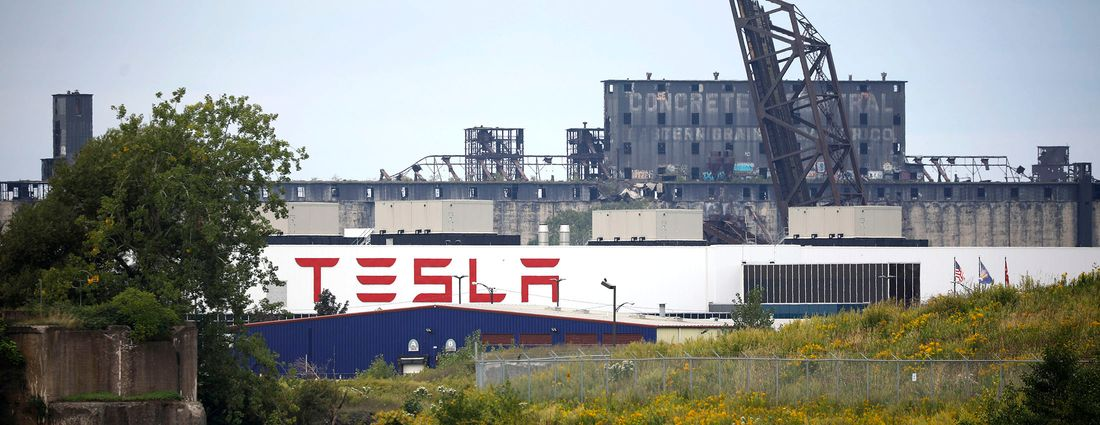 The Tesla factory at RiverBend joins the Concrete Central elevator in the industrial skyline on the Buffalo River. (Derek Gee/News file photo)