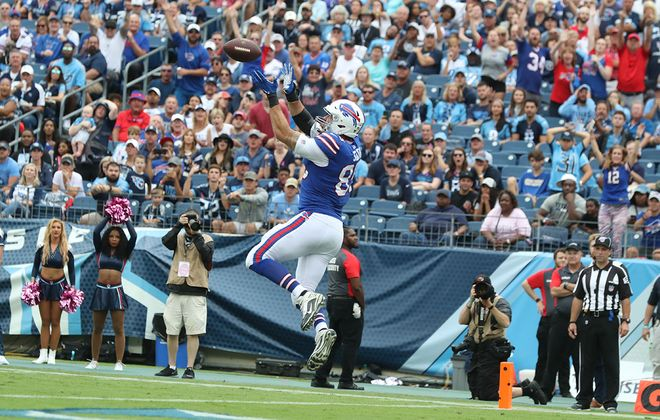 Buffalo Bills tight end Lee Smith catches a pass for a touchdown in the second quarter at Nissan Stadium in Nashville on Sunday, Oct. 6, 2019. (James P. McCoy/Buffalo News)