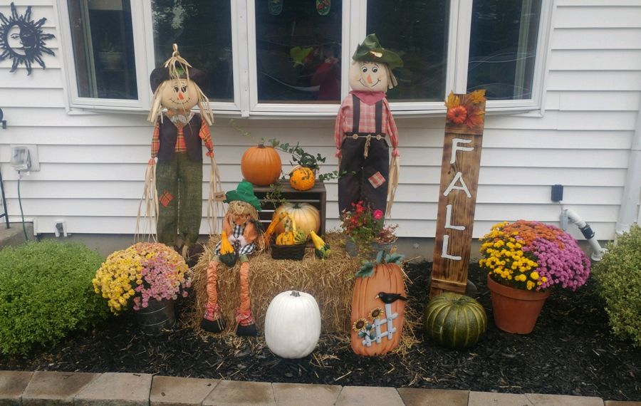 Pots of tri-colored mums are part of the fall display at the Amherst home of Jim and Pamela Macadlo. Jim Macadlo made the sign. (Photo courtesy Pamela L. Macadlo)