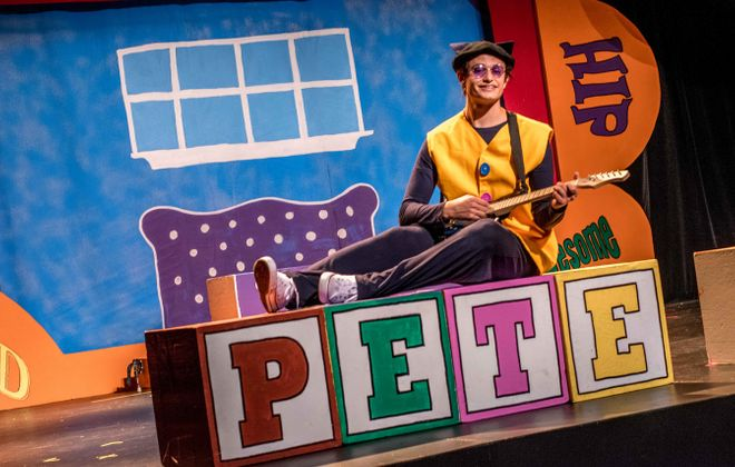 "Peter Raimondo stars as ""Pete the Cat"" at Theatre of Youth. (Photo by Christy Francis)"