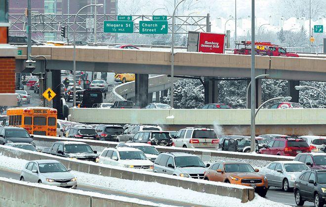 Traffic on the northbound I-190. (Derek Gee/News file photo)