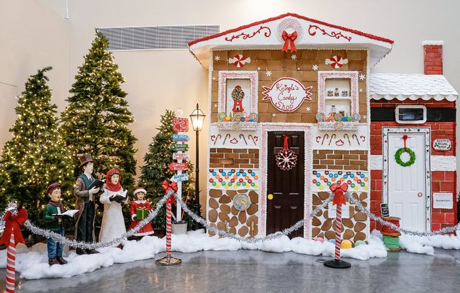 Niagara Falls Culinary Institute builds a  wonderland of gingerbread. (Dave Jarosz)