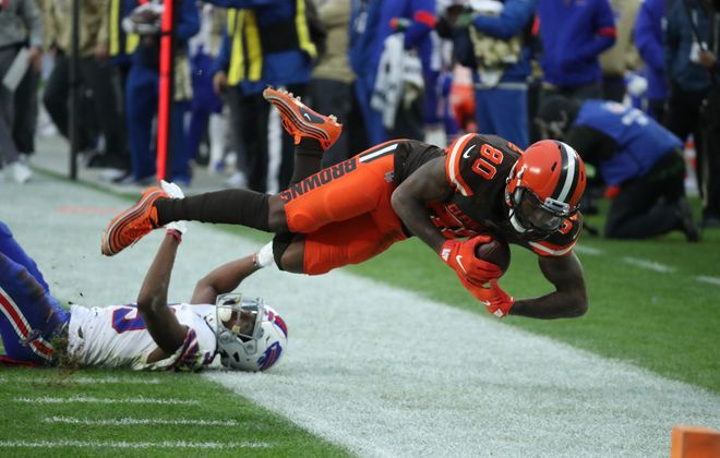 Cleveland Browns wide receiver Jarvis Landry (80) catches a pass for a long gain and a first down against Buffalo Bills cornerback Levi Wallace (39) in the fourth quarter. (James P. McCoy/Buffalo News)
