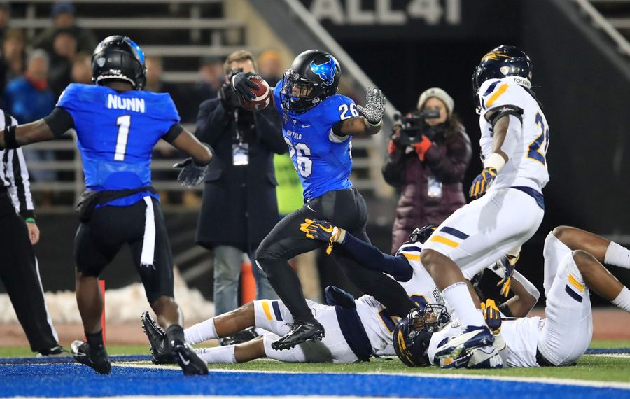 University at Buffalo running back Jaret Patterson scores his first touchdown against Toledo during the first half at UB Stadium on Nov. 20. (Harry Scull Jr./Buffalo News)