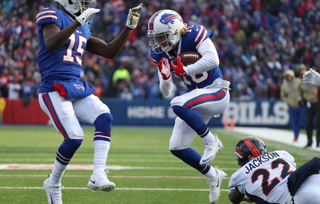 Bills receiver Cole Beasley came back from injury to catch a touchdown pass Sunday against the Broncos. (James P. McCoy/Buffalo News)