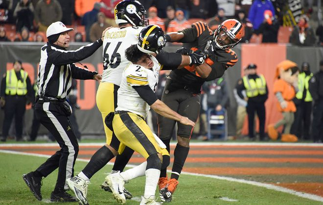 Quarterback Mason Rudolph of the Pittsburgh Steelers is hit in the head with his own helmet by Browns defensive end Myles Garrett in the final seconds of Thursday's game at FirstEnergy Stadium in Cleveland. (Jason Miller/Getty Images)