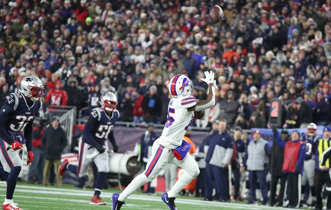 Buffalo Bills wide receiver John Brown catches a touchdown pass in the third quarter at Gillette Stadium on Saturday. (James P. McCoy/Buffalo News)