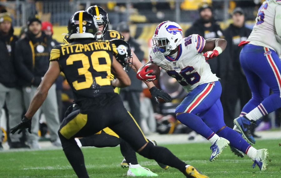 Bills running back Devin Singletary looks for a path to run against the Steelers during the second half at Heinz Field. (James P. McCoy/Buffalo News)