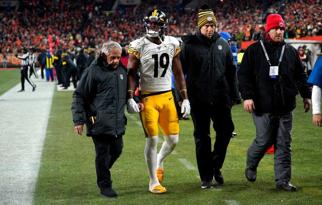 JuJu Smith-Schuster of the Pittsburgh Steelers is helped off of the field by athletic trainers earlier this season. (Kirk Irwin/Getty Images)