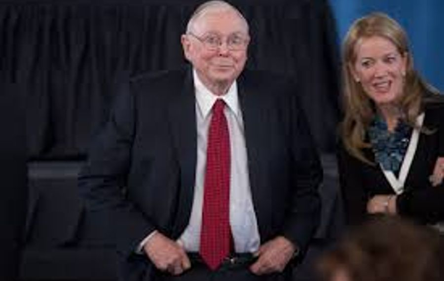 Charles T. Munger speaks at the annual Berkshire Hathaway company meeting. (Buffalo News file photo)