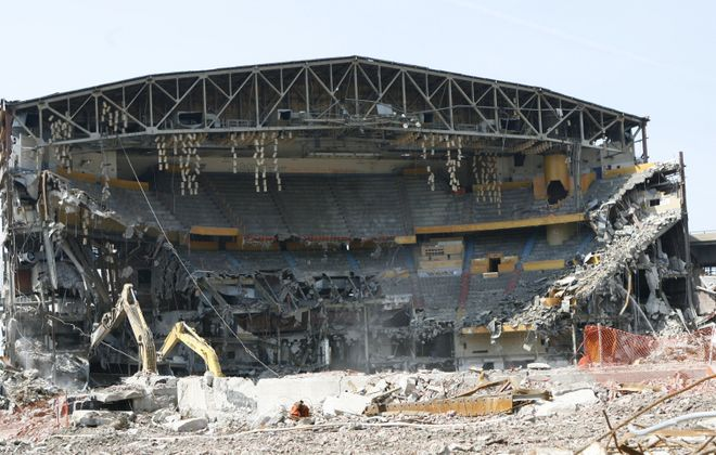 The last two trusses of Memorial Auditorium come tumbling down on June 6, 2009. (Sharon Cantillon/News file photo)