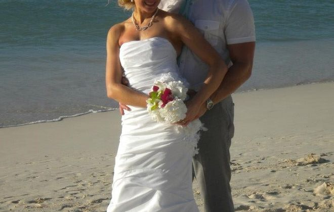 Laura Wax and Lawrence Piskorowski wed in Aruba