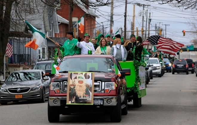 Unofficial 'mini' parade takes place of canceled Old First Ward tradition