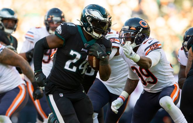 PHILADELPHIA, PA - NOVEMBER 03: Jordan Howard #24 of the Philadelphia Eagles runs past Eddie Jackson #39 of the Chicago Bears on his way to a touchdown in the third quarter at Lincoln Financial Field on November 3, 2019 in Philadelphia, Pennsylvania. (Photo by Mitchell Leff/Getty Images)