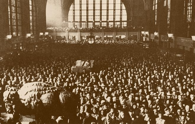 A crowd of between 10,000 and 12,000 gathered at the New York Central Terminal to hear an address by Republican presidential candidate Gov. Thomas Dewey in 1948.