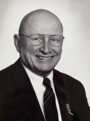 William L. Holcomb, 85, longtime labor negotiator, active volunteer