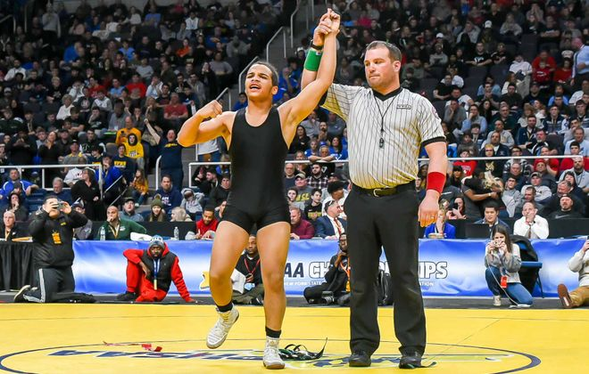 Willie McDougald of Niagara Falls High School won his second state title with a 8-2 win over Lee Mauras of Hampstead. (Photo courtesy of Bob Koshinski)