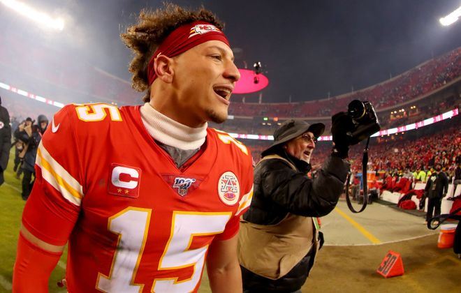 Patrick Mahomes of the Kansas City Chiefs celebrates his team's win against the Houston Texans in the AFC Divisional playoff game. (Tom Pennington/Getty Images)