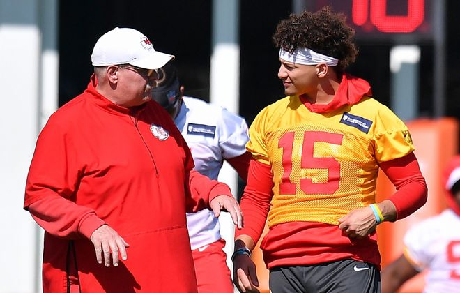 Chiefs head Coach Andy Reid and Patrick Mahomes speak before practice. (Getty Images)