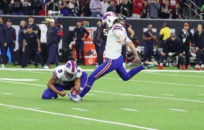 Bills kicker Stephen Hauschka kicks a game-tying field goal in the fourth quarter at NRG Stadium in Houston on Saturday, Jan. 4, 2020. (James P. McCoy/Buffalo News)